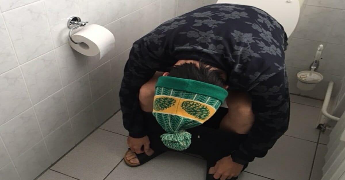 Men died in bathroom - illustration